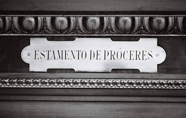 © Manuel López. Estamento de Próceres. Consejo Nacional, actual Senado. Madrid, 1976. De la exposición fotográfica itinerante  Manuel López. Imágenes 1966-2006 (disponible).,