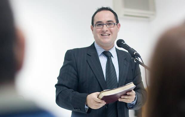 Samuel Serrano Manzano, predicando. ©giozi (www.giozi.com),predicación, Samuel Serrano Manzano