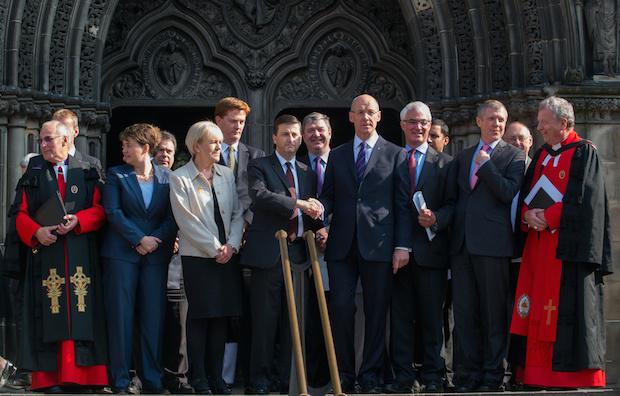 Varios representantes políticos de ambos bandos, juntos este domingo en Edimburgo. / Church of Scotland,reunión
