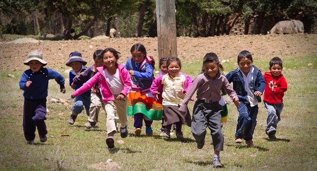 <p> Ni&ntilde;os de Huaraz. /Marcelo R. Escudero, fotogaler&iacute;a Andes para Alianza Solidaria.</p> ,