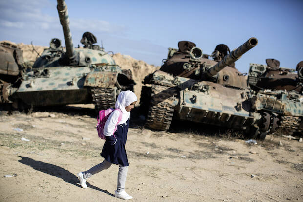 """Olivier Jobard / Sipa Press. Misrata, Libia, 2012. De la exposición """"Caminos a la escuela"""", Fundación Canal, 25-9-2014 – 5-1-2015,guerra"""