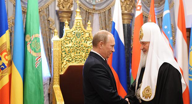<p> Vladimir Putin saluda al Patriarca Kirill, en un encuentro en 2012 (Foto: Prensa Iglesia Ortodoxa Rusa).</p> ,