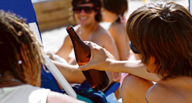 <p> Alcohol, j&oacute;venes, consumo, padres, educaci&oacute;n, drogas</p> ,