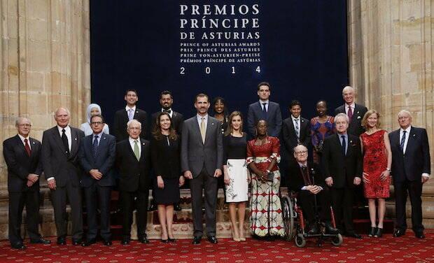 Los premiados del 2014, junto a los Reyes.,principe de asturias