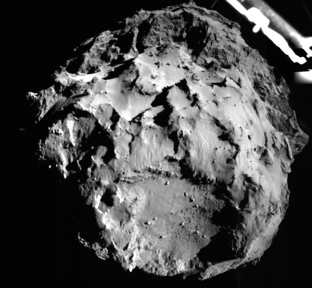 El cometa 67/P, visto desde Philae, 3 kilómetros antes de posarse sobre su superficie. / ESA,Philae
