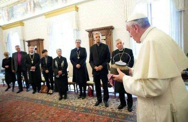 El Papa, atendiendo a una delegación de la Iglesia Evangélica Luterana Alemana. / Catholic.net,