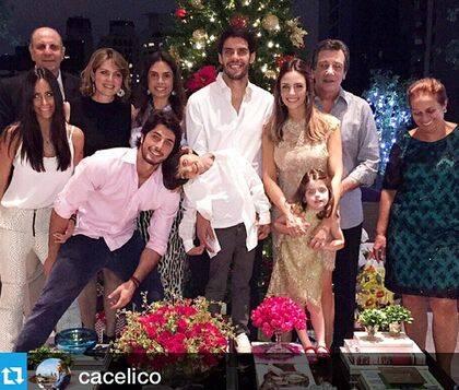 Kaká y Carol con sus hijos y familiares en Navidad de 2014
