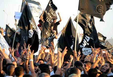 Manifestación a favor del Estado Islámico, en Libia. / Ansa,estado islamico banderas