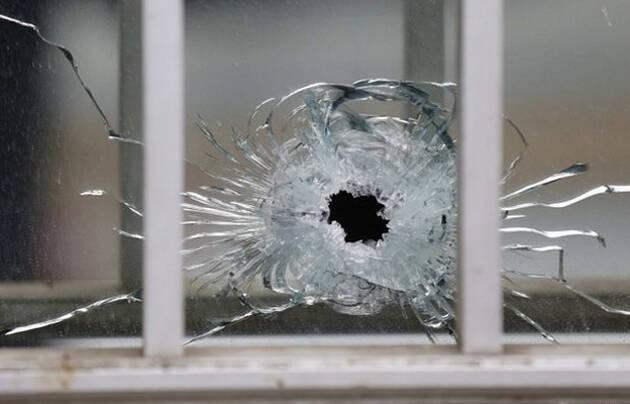 Impacto de bala en una ventana de la redacción de 'Charlie Hebdo' / BBC, Reuters,Charlie Hebdo, París