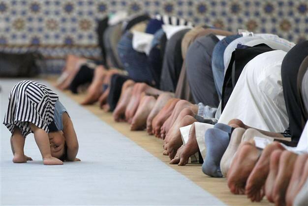 Momento de oración en una mezquita. / Hurriyet Daily News,