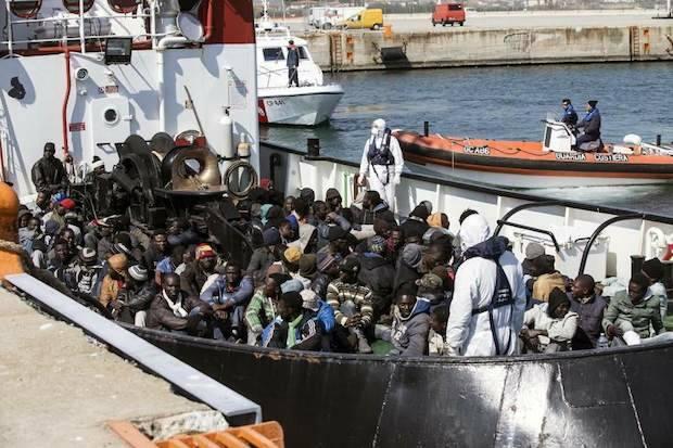 Rescate de inmigrantes por parte de la guardia costera italiana, la pasada semana. / 20minutos, EFE,