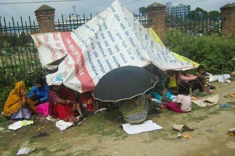 Muchos están durmiendo a la intemperie ante el daño estructural de sus casas. / Tear Fund