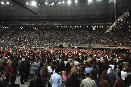 Cientos acudieron a orar cuando fueron invitados por Franklin Graham. / Gabriela Pérez