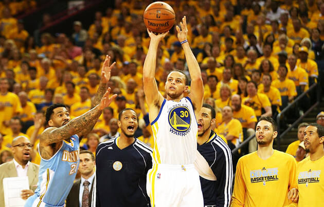 Stephen Curry, lanzando un triple en un partido de esta temporada. / NBA,Stephen Curry faith