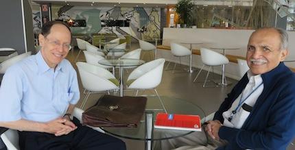 Pablo Martínez y Samuel Escobar, en el Seminario de Teología y Psicología pastoral.