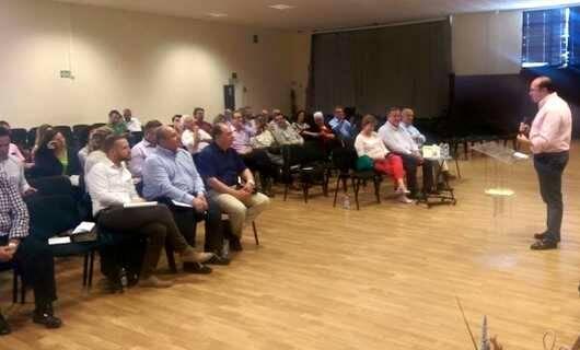 Un momento del encuentro, con P.A. Sánchez dirigiéndose a los pastores / RTVida,Antonio Sánchez, Murcia