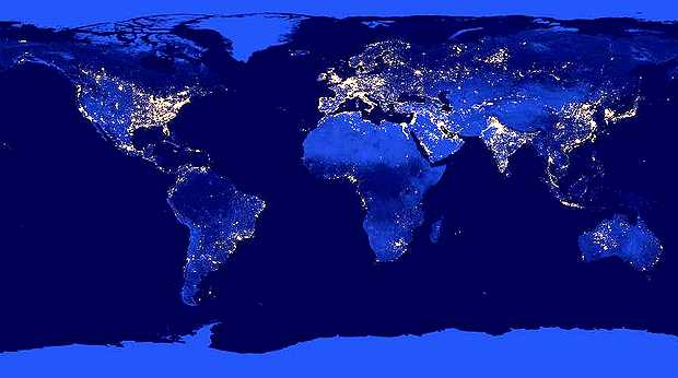 <p> Imagen de la Tierra de noche formada por m&uacute;ltiples fotograf&iacute;as con una c&aacute;mara infrarroja especial a bordo del sat&eacute;lite Suomi NPP. / NASA EARTH</p> ,