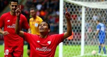 C. Bacca celebra uno de sus dos goles en la final