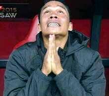 Tras acabar la final, Bacca ora y llora en el banquillo