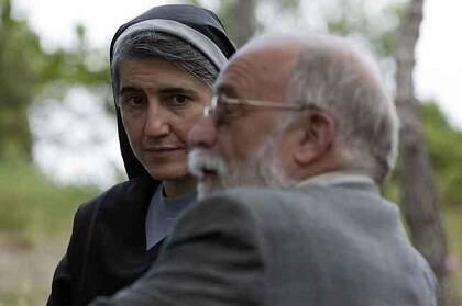 Oliveres junto a la monja Forcades, impulsores de Procés Constituent. Foto: Enric Catalá