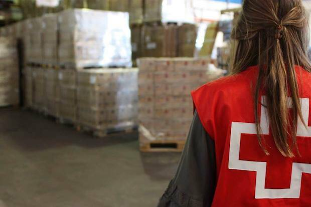 Una voluntaria de Cruz Roja Española. / Cruz Roja,