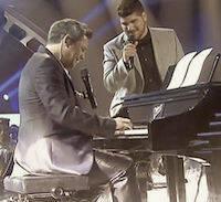 Cantando junto a Alejandro Sanz.