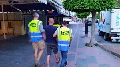 Street Angels acompañan a personas hasta un lugar seguro, como sus hoteles o casas.