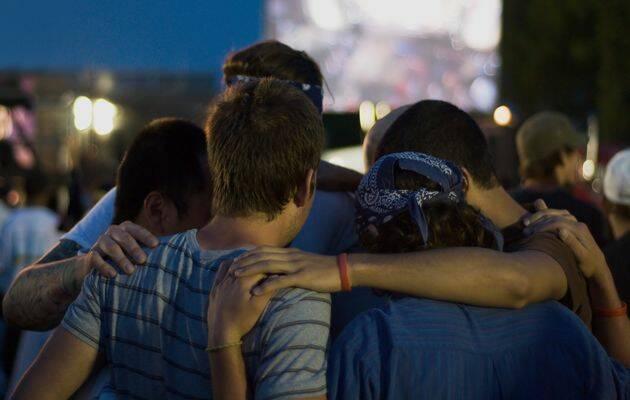 Los jóvenes cristianos británicos oran mucho más de lo que leen la Biblia.,