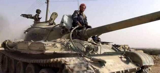 Tanque del Ejército sirio capturado en Al Quariatain / AP,Tanque sitio, ISIS Daesh