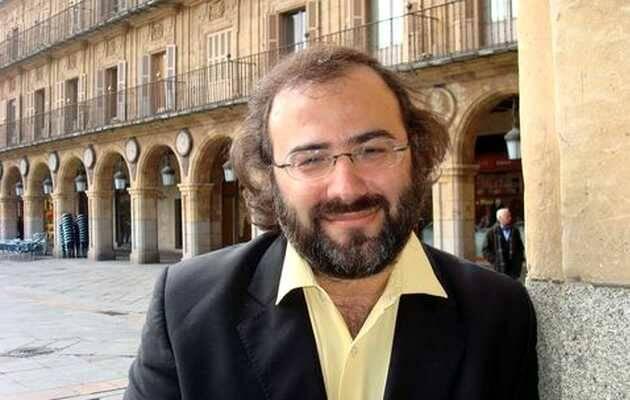 Pérez Alencart, en la Plaza Mayor de Salamanca,Alfredo Pérez Alencart