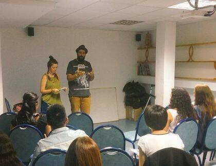 Josué Enfedaque y Leonor Pons, en uno de los talleres de Imagina / EJ