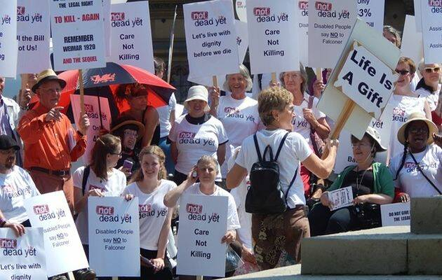 Manifestación frente al Parlamento. ,