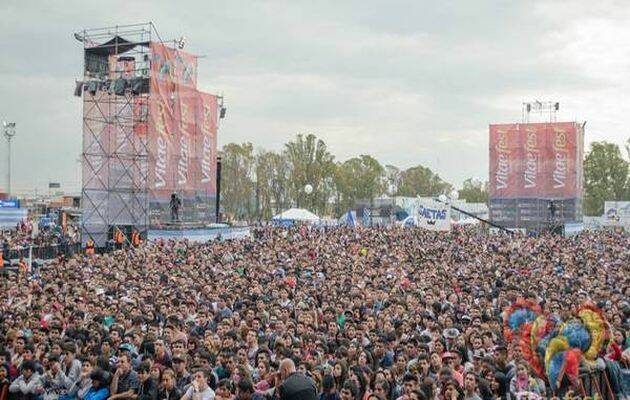 Miles de personas se dieron cita en el concierto Vita Fest en el pabellón Tecnopolis / Clarín,
