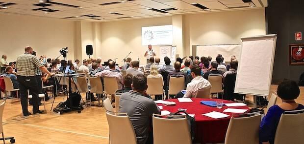 Una de las conferencias, durante el encuentro.,