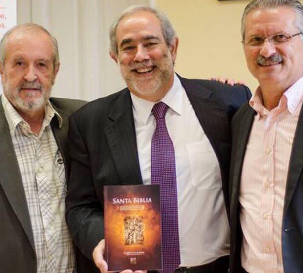 Manuel García Lafuente, José Luis Andavert y Manuel Cerezo, en la presentación. / Sociedad Bíblica,