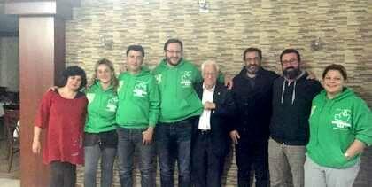 Los voluntarios de las cocinas de REMAR, con el Padre Ángel