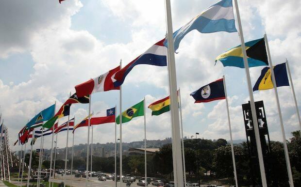 Banderas de varios países de Latinoamérica.,
