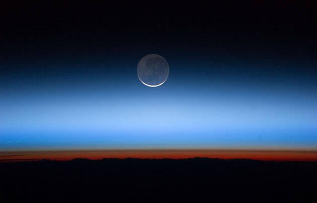 La luna, sobre la tierra. / Nasa (Flickr, CC)