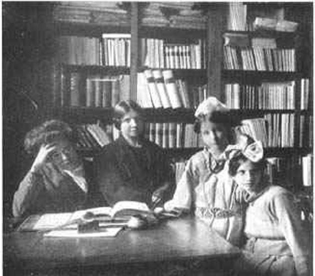 Papini con su esposa, Jacinta, y sus hijas Gioconda y Viola. ,Papini familia