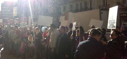 Los manifestantes se solidarizan con la familia Bodnariu.