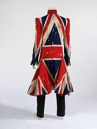 Abrigo diseñado por Alexander McQueen para Earthling.