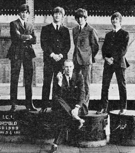 'Gracias por tu todo tu amor y amabilidad, George. Paz y amor'. Es la despedida que acompaña esta foto compartida por Ringo Starr hoy en su Twitter.
