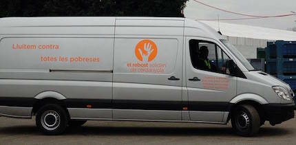 La furgoneta transportó 3.500 pares de zapatos, desde Barcelona a Croacia. / Rebost Solidari