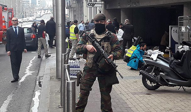Momentos de tensión cerca de la estación de metro donde se produjo la explosión.,bruselas atentado