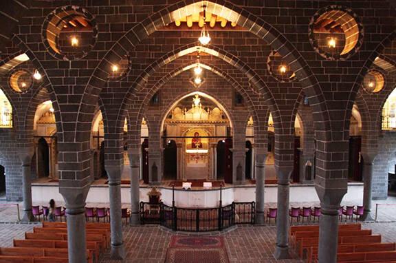 Iglesia Armenia Surp Giragos. / Nanore Barsoumian,iglesia armenia diyarbakir