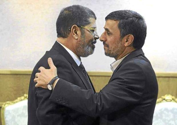 <p> Mahmud Ahmadineyad y Mohamed Morsi, durante un encuentro en la ONU.</p> ,