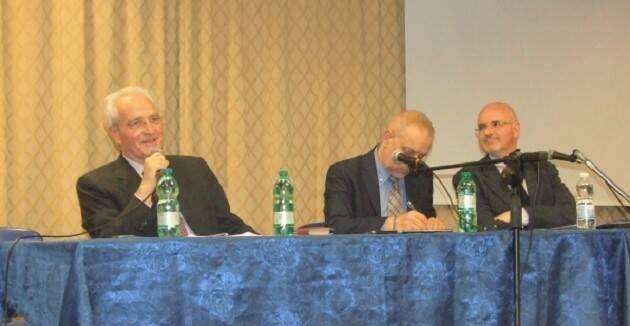 Giovanni Traettino (izquierda) y Leonardo de Chirico (derecha), durante la mesa redonda. / S. Bogliolo