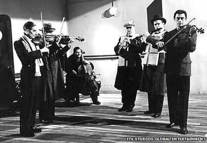 La banda del Titanic, en una de las películas sobre el naufragio