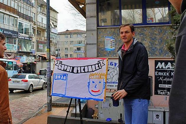 David Byle, predicando en las calles de Turquía. / MSNews,David Byle