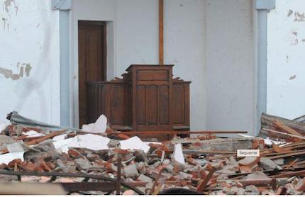 Los daños en el templo.